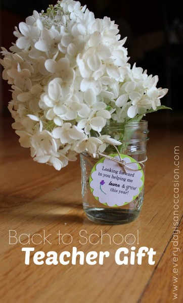 Grab a flower put it in a mason jar and add a sweet tag! #backtoschool #teacher #gift